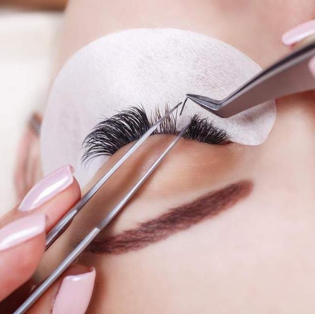 eyelash-extensions-181218.jpg