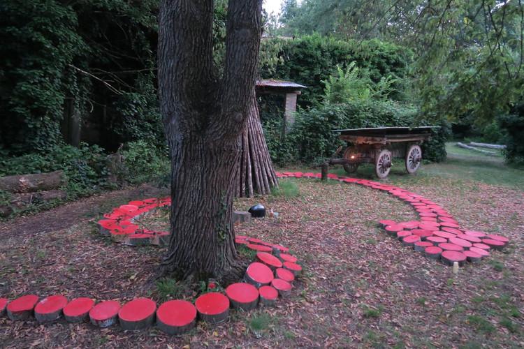 La Muta della Dea Serpente installazione