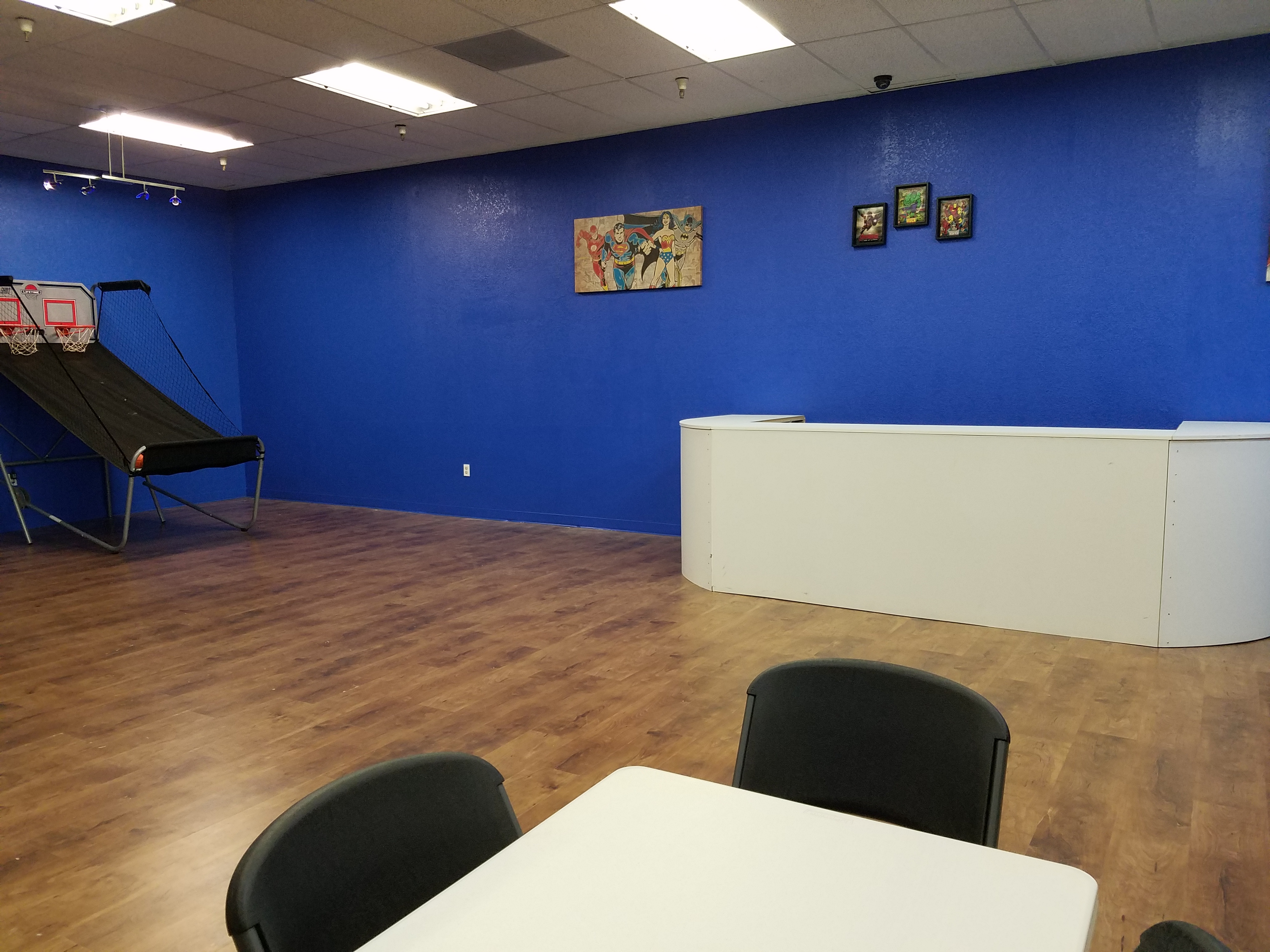 Laser tag party room 1