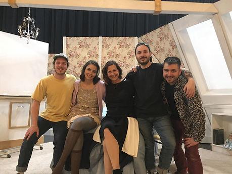 L'équipe de tournée de BÉA, Théâtre La Bête Humaine, à J.-Antonio Thompson