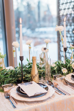 glam wedding table in black and gold
