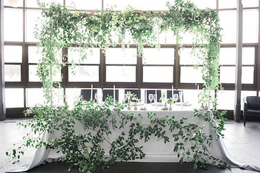 modern head table in greenery garland iv