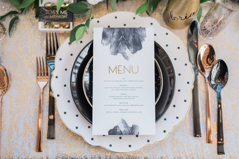 Glam black and gold metalic wedding table