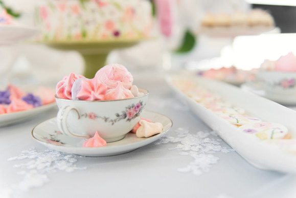 spring floral dessert table meringues and macarons