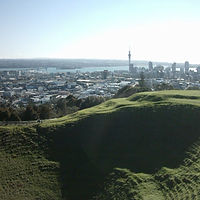 Mount_Eden_Crater_Hollow_Auckland.jpg