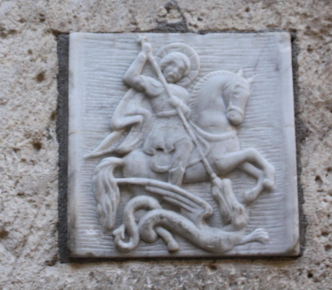 דמותו של גיאורגיוס בכניסה למנזר גיאורגיוס הקדוש