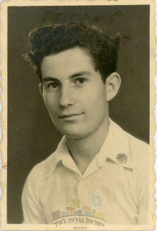 מרדכי (מוטק'ה) נאור, בן 16