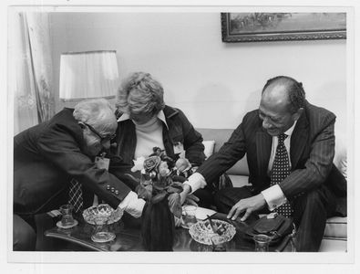 הנשיא סאדאת עם סוזי אבן ויחיאל קדישאי
