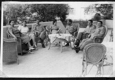 """מרפסת בית משפחת אמב""""ש בקהיר. 1943"""