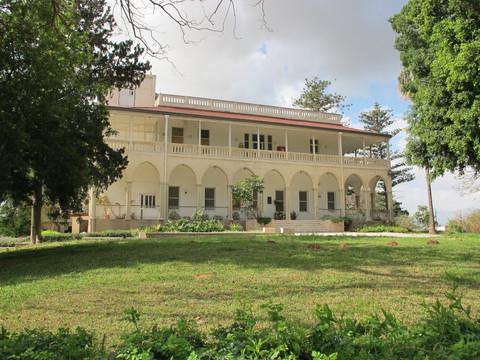 מארמון לבית חולים - ביתו של עבדול רחמן ביי אל-תאג'י