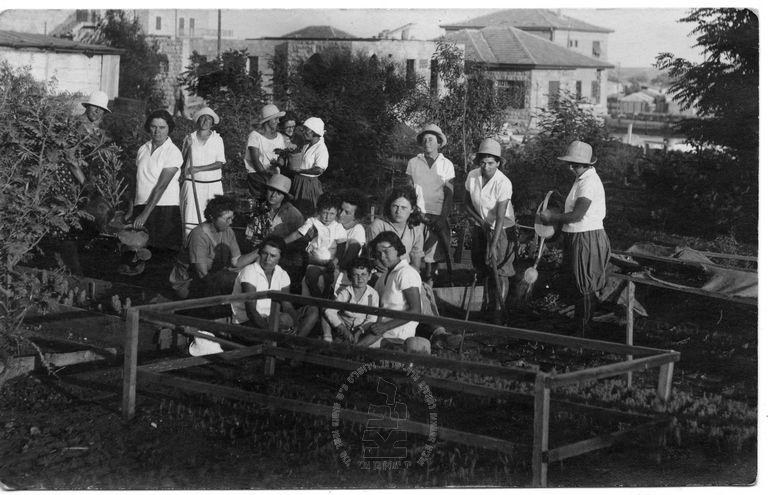 חוות הפועלות