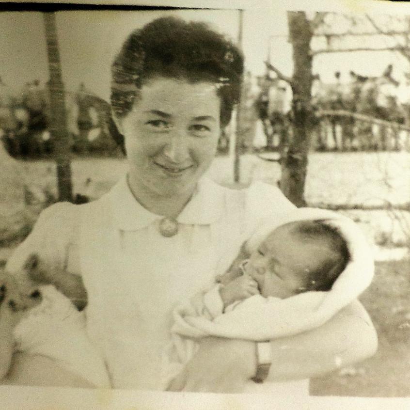מרגלית ומאיר התינוק (מימין)