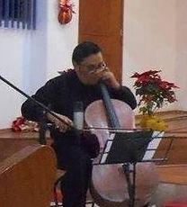 Benjamín González (violín y violinchelo)