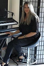 Leisa Goldsworthy Singing & Piano lessons Gold Coast 0404 395 318_edited.jpg