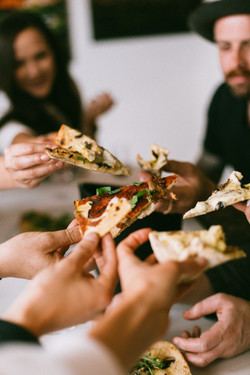 food-pizza-hands-friends-3326714