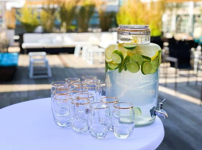 Wasser mit Limetten.jpg