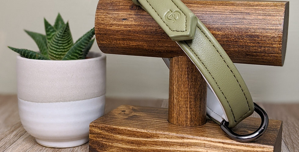 The Cambridge Collar in Olive