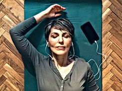 female-headphones-meditation-732x549-thu