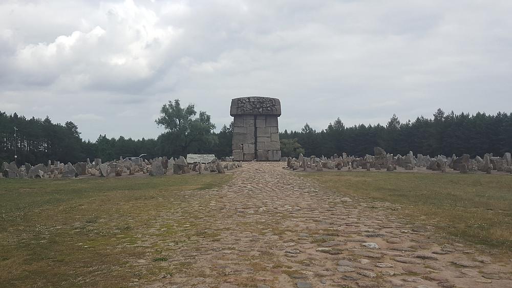 האנדרטה במתקן השמדה - טרבלינקה