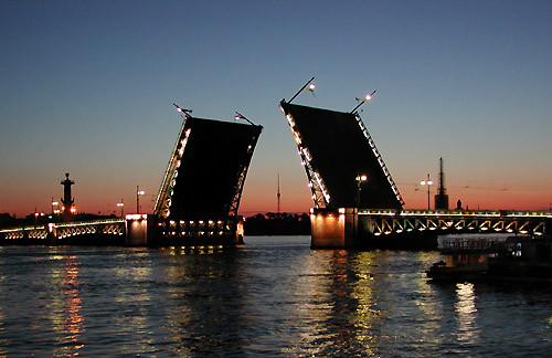 פתיחת גשרים הלילית בנהר נייבה בנסט פטרסבורג