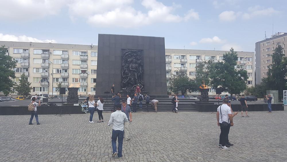 אנדרטה לזכר מרד גטו ורשה
