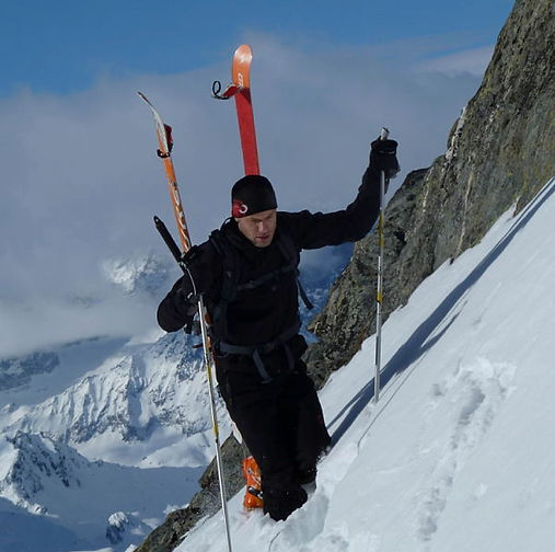 Sebastian en randonnée à ski