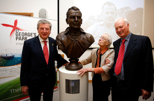 Robson Ann and Graham with the statue.jp