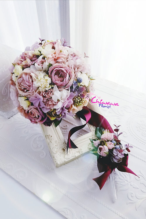 Wedding bouquet with little boutonniere