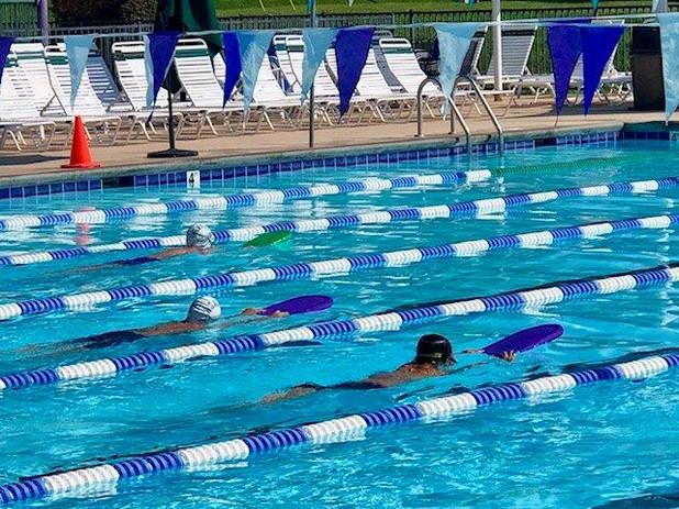 Swim team 2019 2.jpg