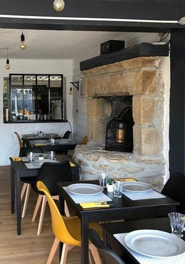 salle-de-restaurant les salines cheminée