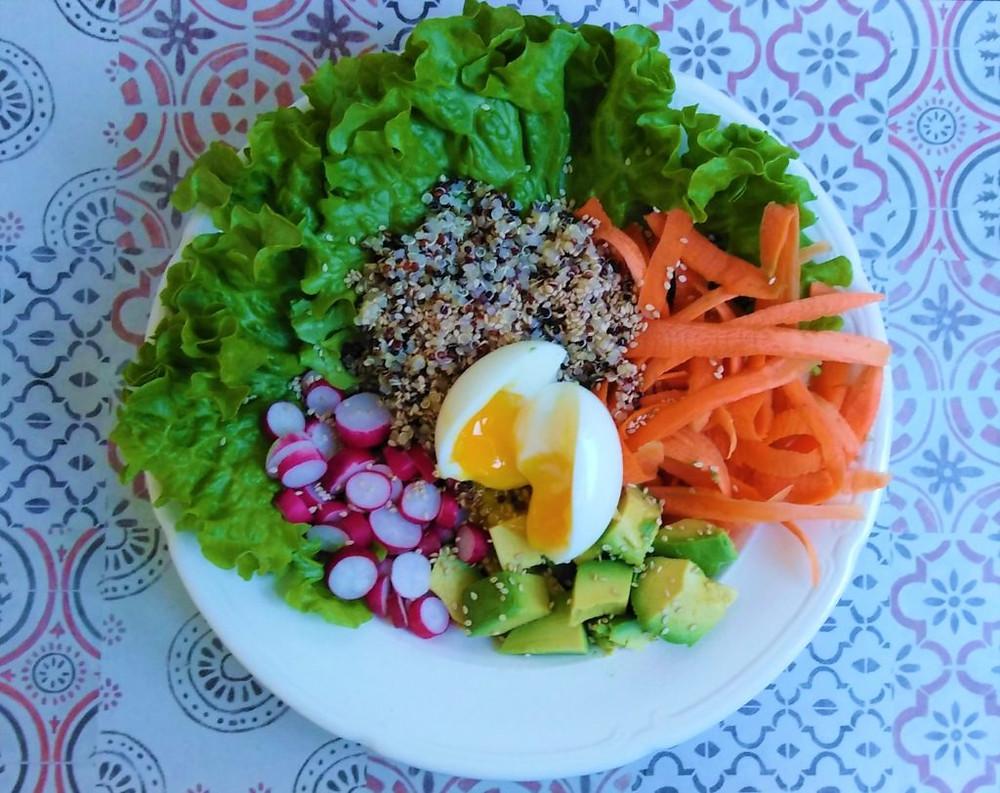 mylene-chauveau-dieteticienne-enseignante-activtes-physiques-adaptees-domicile-morbihan-bretagne-idee-recette-bowl-salade-composee-bio-de-saison