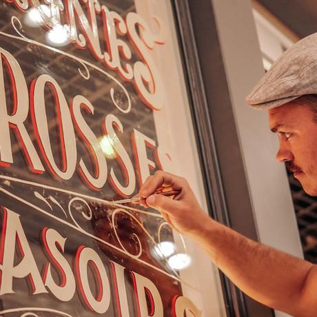 Peintre en lettres, le joli métier de Tristan Gesret !