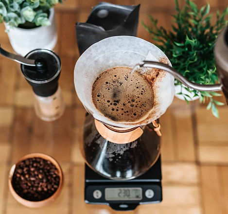 pouring-water-into-chemex.jpg