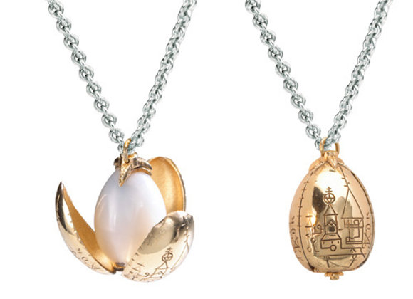 The Golden Egg Pendant - Noble Collection