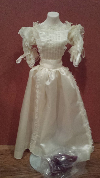 White Lace Gown for Princess Diana - Danbury Mint