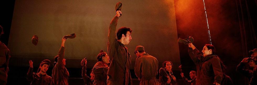 Pe__a_de_teatro_cura_historias_de_guerra