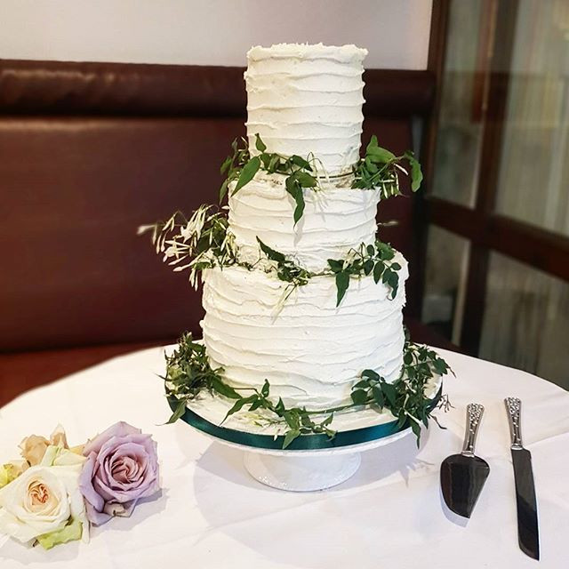 French rustic wedding cake