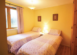 Lord Derby Cottage Twin Room