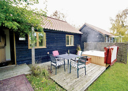 Lord Derby Cottage with Hot Tub
