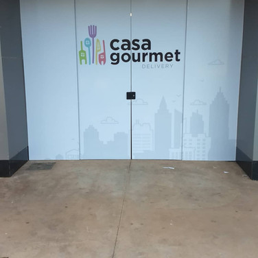 Adesivação vitrine loja. gráfica em Taguatinga Brasília DF