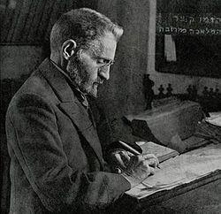 בתמונה (מתוך ויקיפדיה): אליעזר בן יהודה עובד קשה כדי שלנו יהיה מה לקלקל
