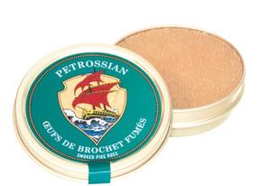 Petrossian  Petrossian c'est « Petrossian ». C'est tout récent qu'ils acceptent de mettre leurs sublimes produits en dehors de leurs magasins.