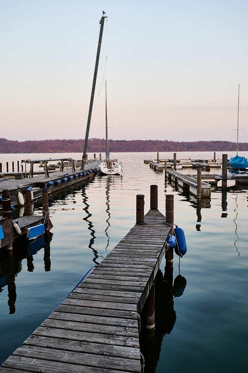 Starnberger See in Pöcking am Seeuferweg bei München - Bootsverleih Yachthafen