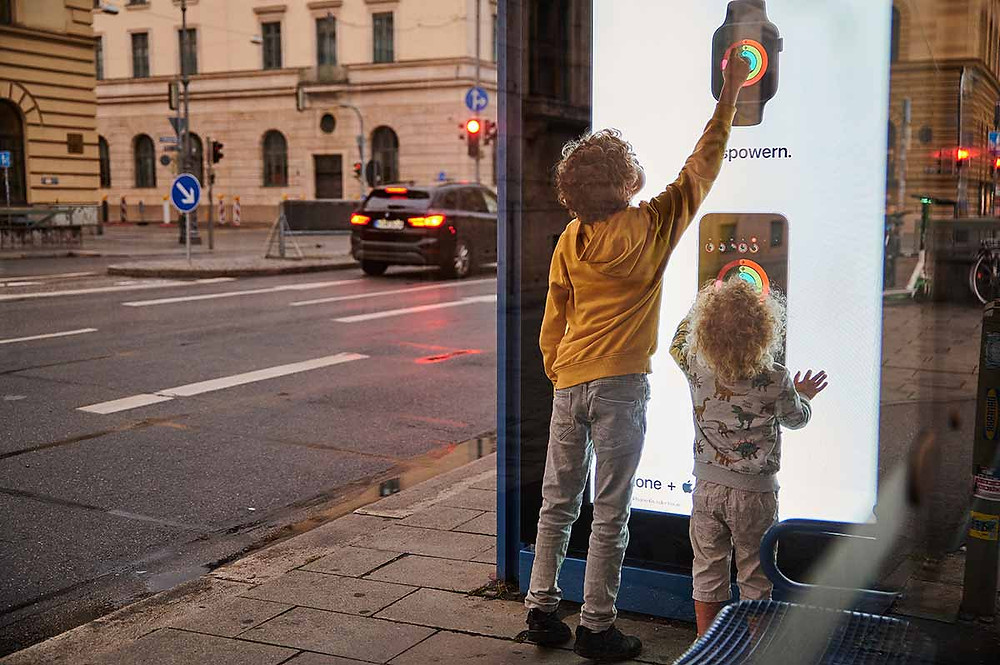 Ausflug mit Kindern in München Ludwigstraße Familienausflug Haltestelle