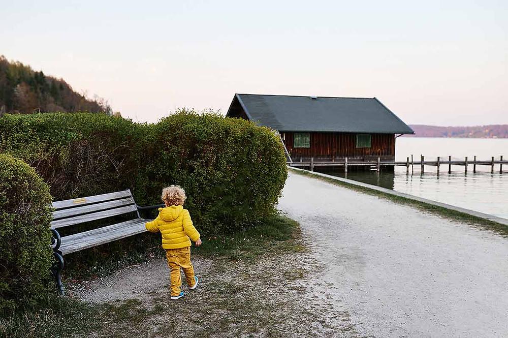 Familienausflug zum Starnberger See in Pöcking am Seeuferweg bei München