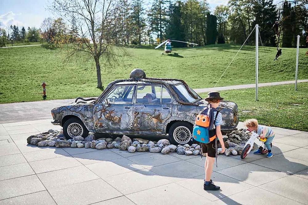 Familienausflug zum Buchheim Museum der Phantasie am Starnberger See in Bernried BMW Kraken