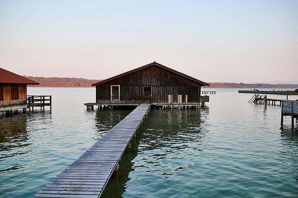 Starnberger See in Pöcking bei München - Bootshaus am Seeuferweg