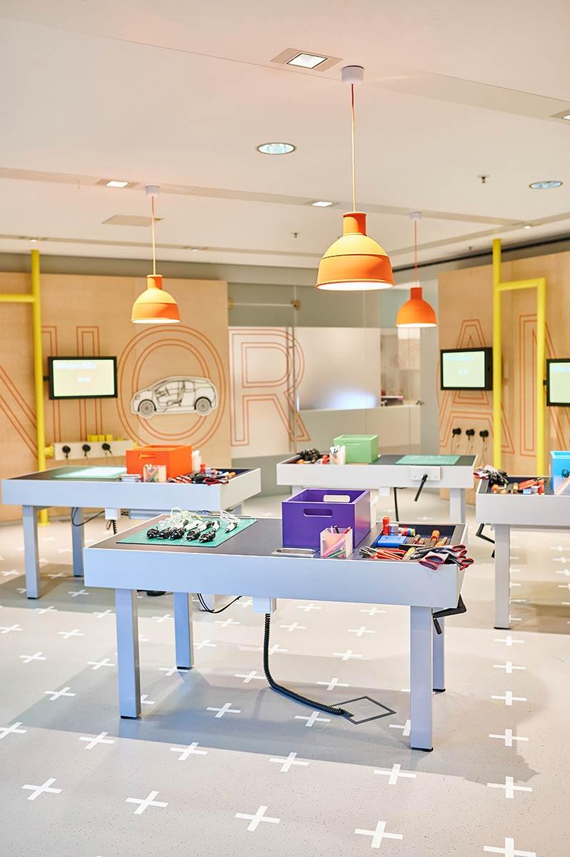 Junior Campus in der BMW Welt in München Workshop Werkstatt