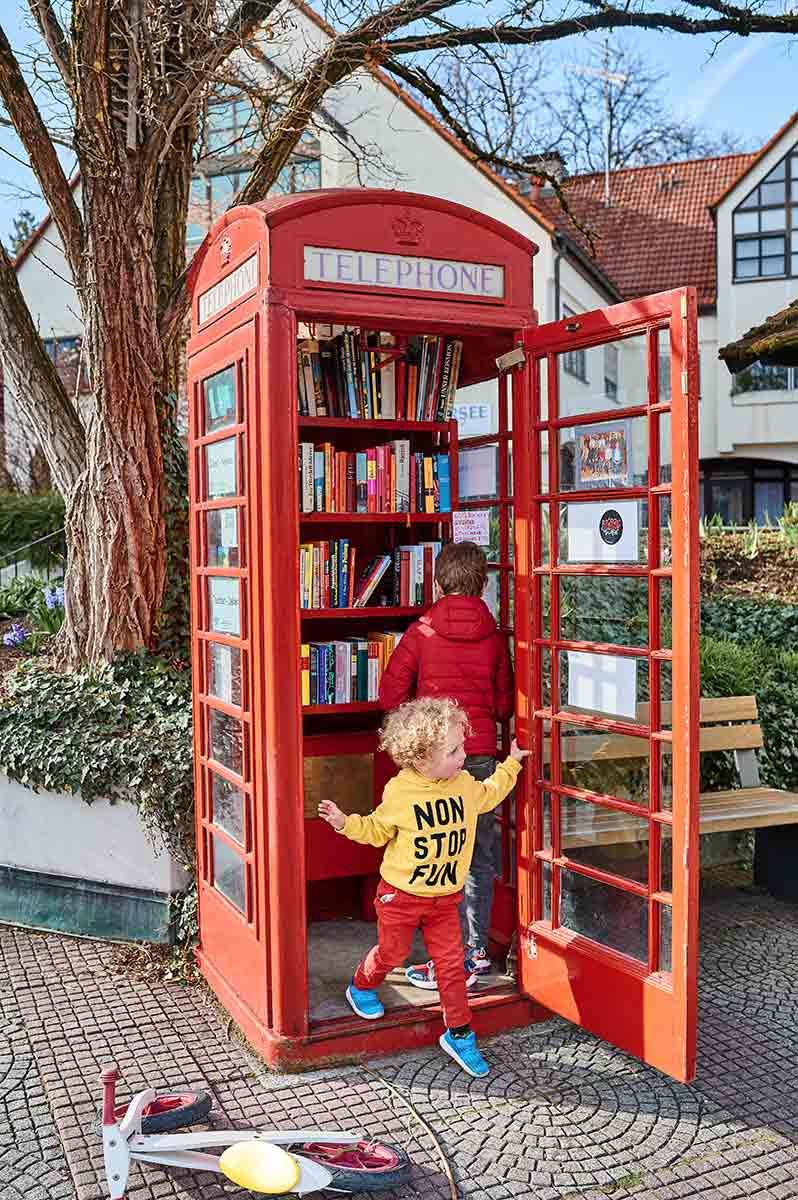 Dießen am Ammersee Telefonzelle Bücherbox im englischen Design