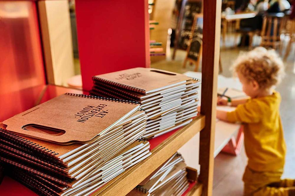 Museum Brandhorst in München mit Kind und Kreativheft